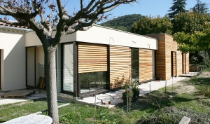 <p>MAISON CR</p><p>Rénovation - Construction</p>